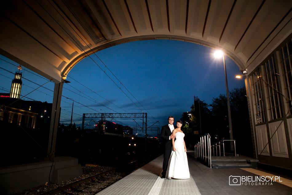 Plener ślubny dworzec poznań nowy dworzec